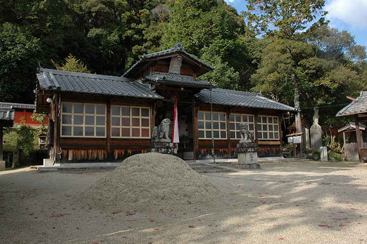 武内神社拝殿