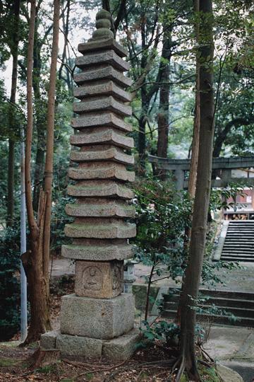 神殿神社十三重塔